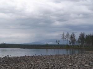 река Вагран, Кальинское вдхр, середина июня. В горах еще лежит снег.  Ахмадуллин М.Р.