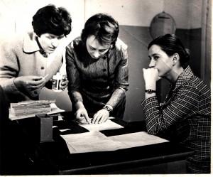 Л.Е.Черняева (в центре)