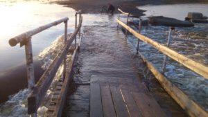 Река Узкая в г. Кушва весной стала широкой