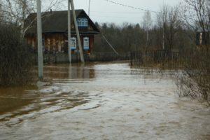 Поселок Ласьва в воде (Пермский край)